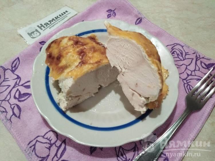 Куриное филе в сметане под сырной шапкой в духовке