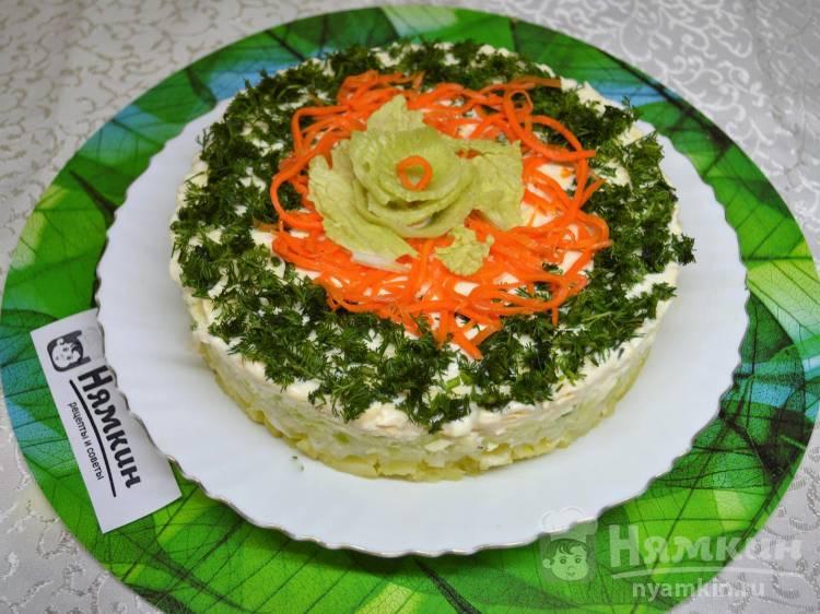 Слоеный салат с картофелем, сыром и зеленой редькой