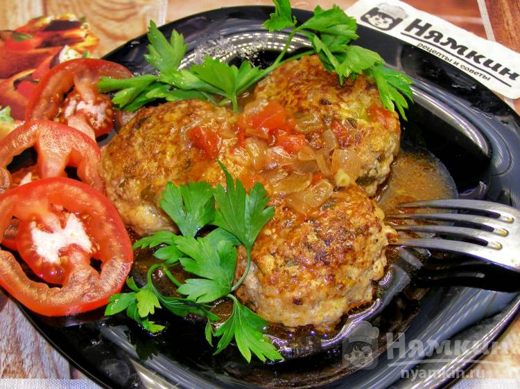 Греческие тефтели Кефтедес с кабачками в томатном соусе