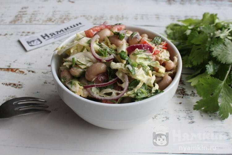 Салат из пекинской капусты, помидоров и белой консервированной фасоли