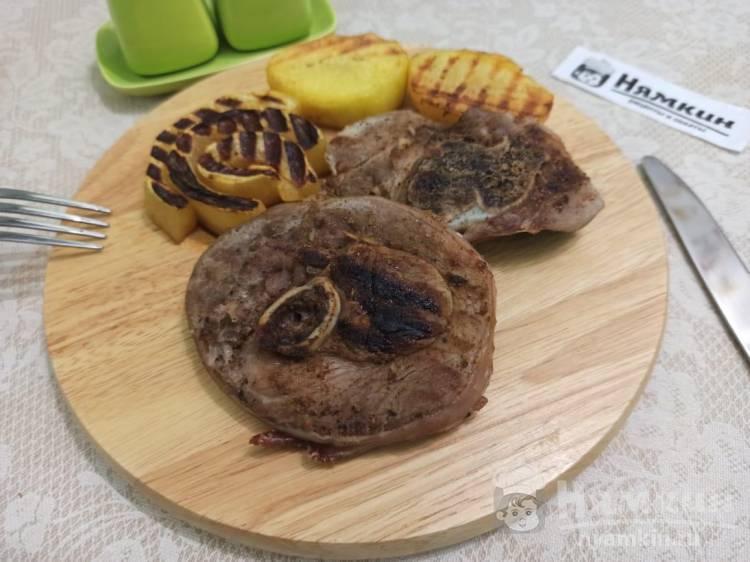 Стейки индейки со специями на гриле в мультипекаре на сытный обед