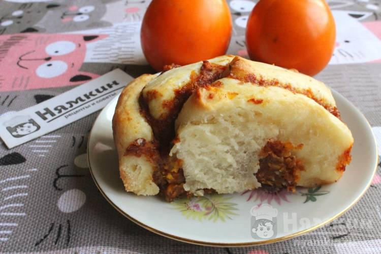 Дрожжевой пирог с хурмой в духовке