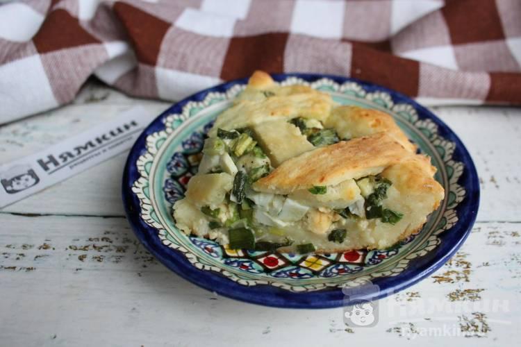 Пирог на творожном тесте с зеленым луком и вареными яйцами