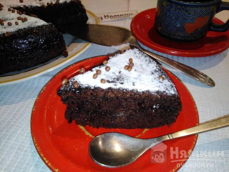 Шоколадный бисквитный торт с вареньем в мультиварке