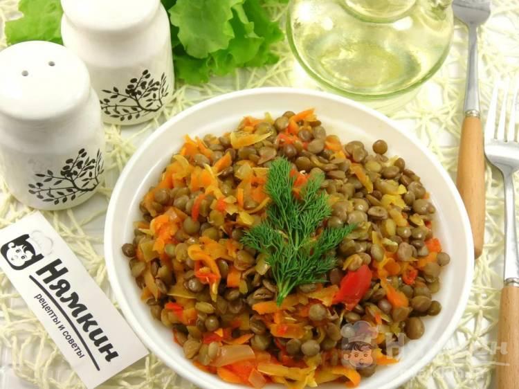 Чечевица в овощном соусе на постный стол
