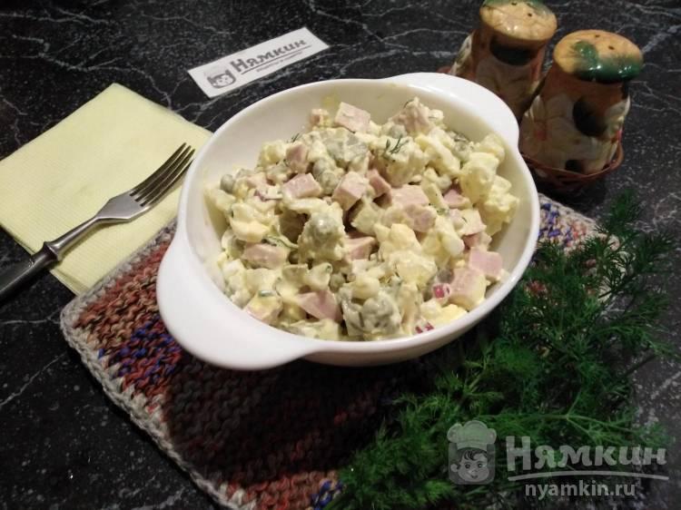 Оливье с колбасой, огурцами и сметаной по-домашнему