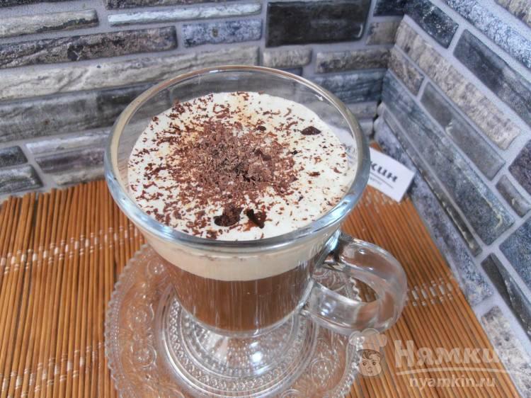 Кофе в турке с корицей и взбитым кремом