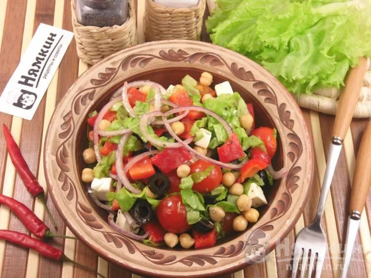 Греческий салат в домашних условиях с фетаксой и консервированным нутом