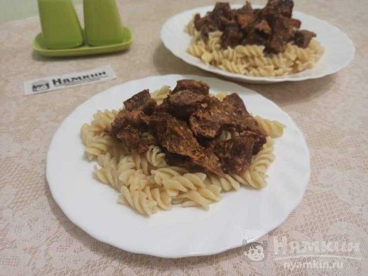 Говядина кусочками в соусе с кунжутом в рукаве в духовке
