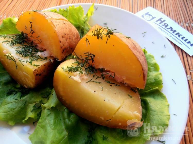 Картошка с салом, чесноком и укропом в фольге в духовке