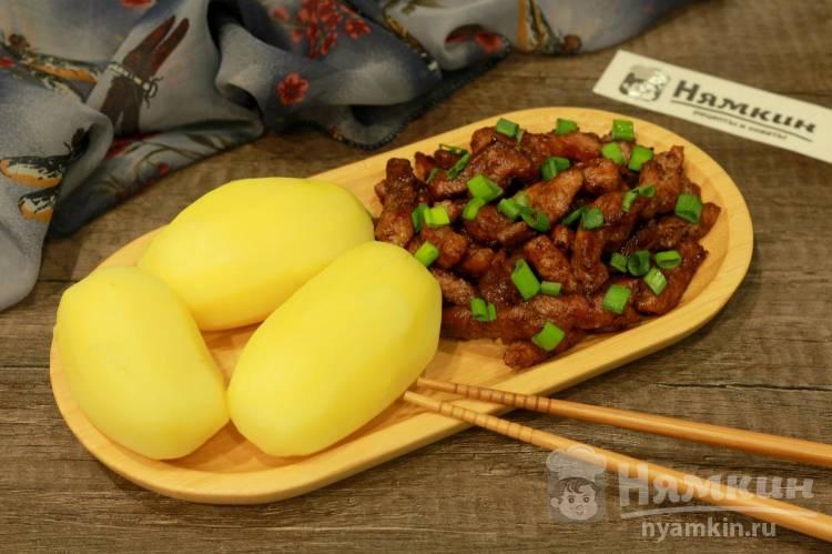 Свинина кусочками на сковороде: ароматная и пряная