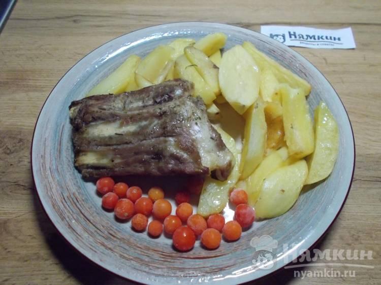 Свиные ребрышки с картошкой запеченные в духовке