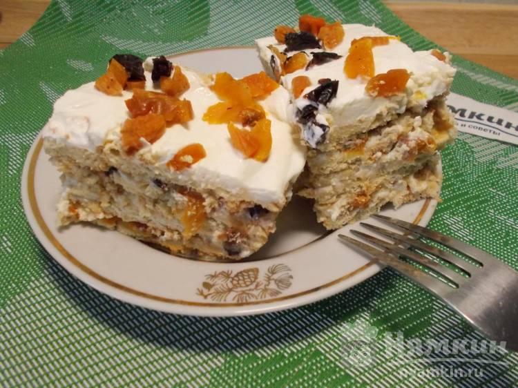 Торт без выпечки из печенья с орехами, рикоттой и сухофруктами