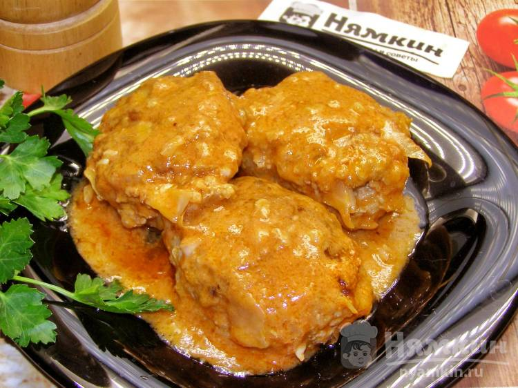 Ленивые голубцы с капустой и мясным фаршем в томатно-сметанном соусе