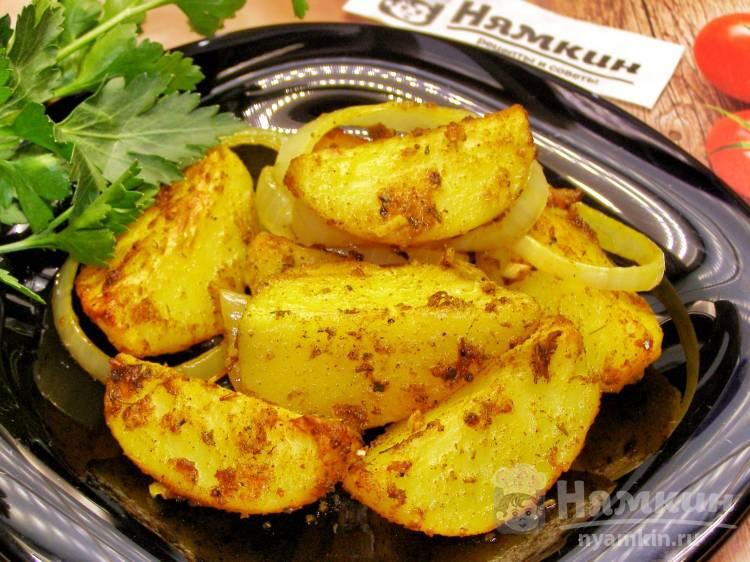 Картофель по-деревенски с луком и чесноком в духовке