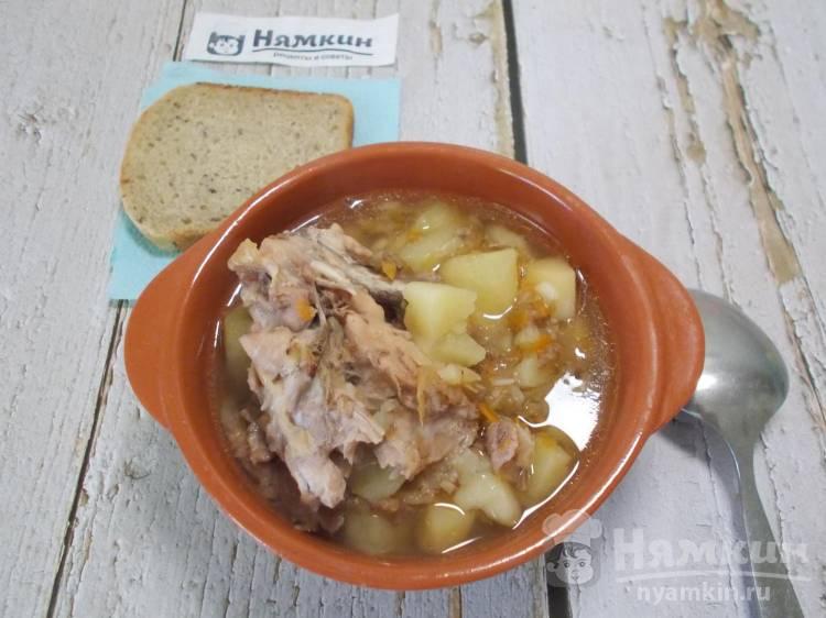 Томленые щи из квашенной капусты и курицы в духовке