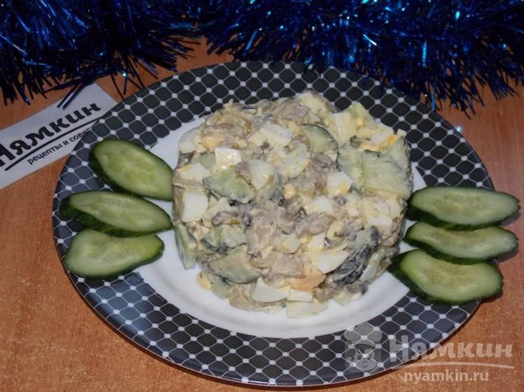 Салат с вешенками, свежими огурцами и вареными яйцами