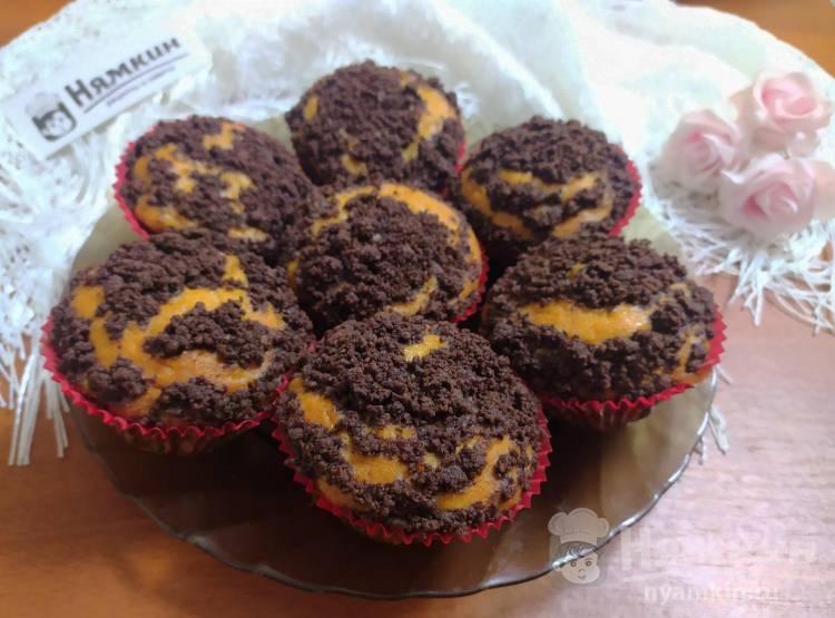 Кексы на кефире с изюмом и шоколадным штрейзелем