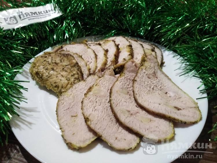 Праздничная свинина в рукаве в духовке по-украински
