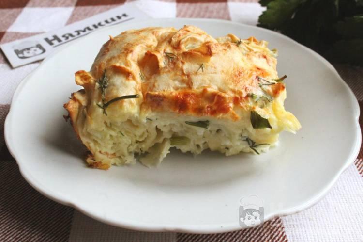 Рваный пирог из лаваша с сыром и зеленью в духовке