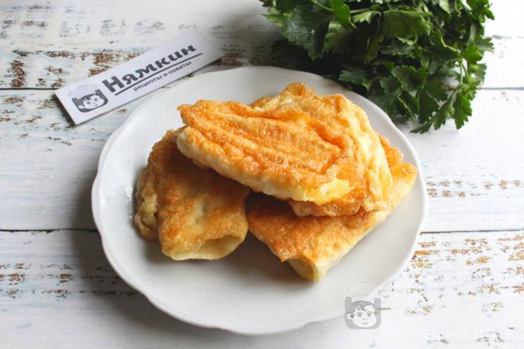 Быстрая закуска в лаваше из сыра и яиц на сковороде