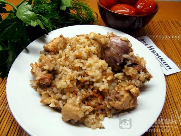Плов с рисом, гречкой и куриными шейками в казане