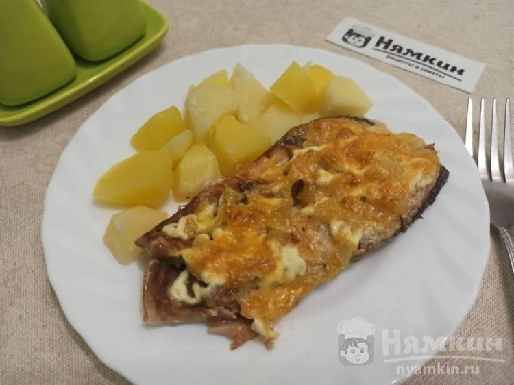 Горбуша с луком, майонезом и сыром в фольге в духовке