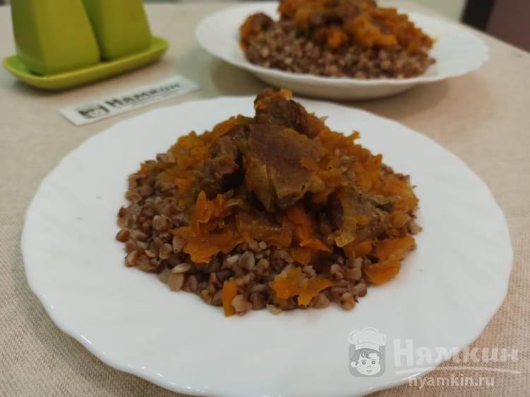 Тушеная говядина с луком и морковью в мультиварке