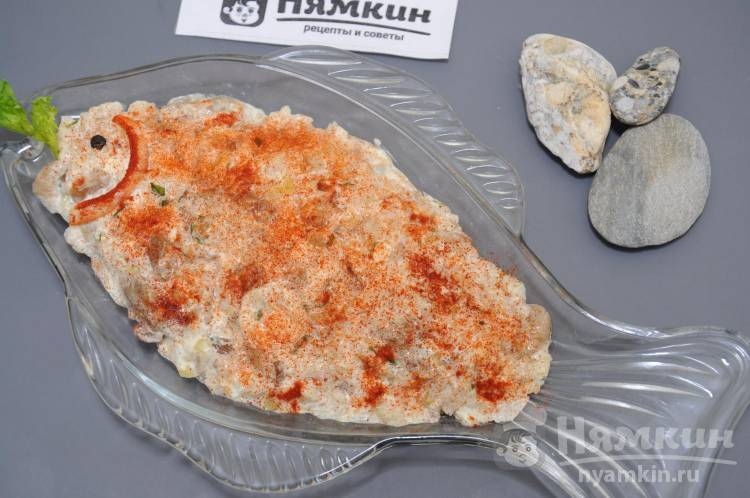 Салат с кальмарами, яйцом и белыми грибами