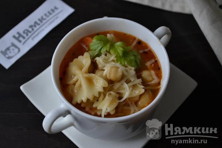 Суп на курином бульоне с макаронами и нутом Минестроне по-итальянски