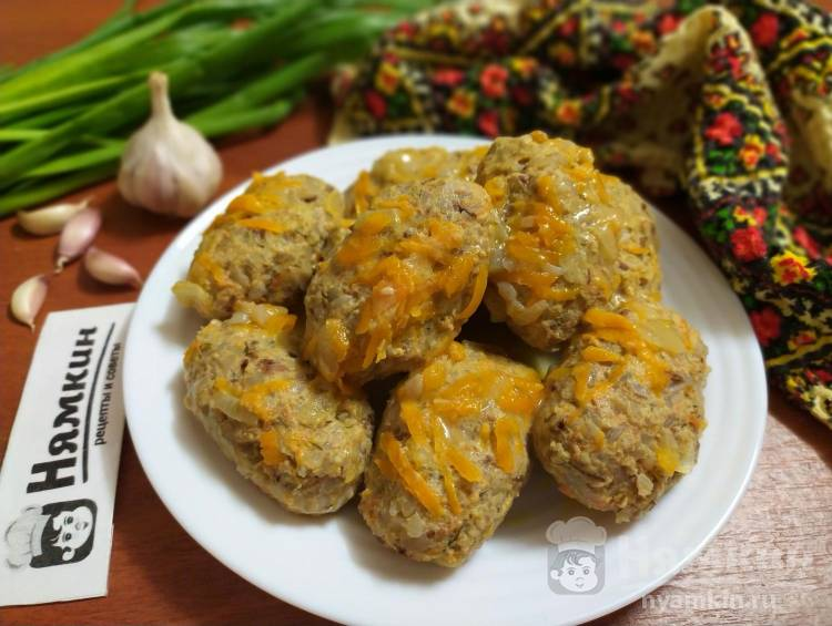 Гречаники с фаршем и овощами на сковороде по-украински