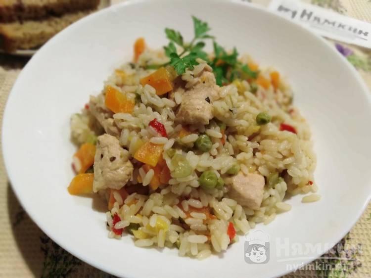 Рис с индейкой и овощами в мультиварке