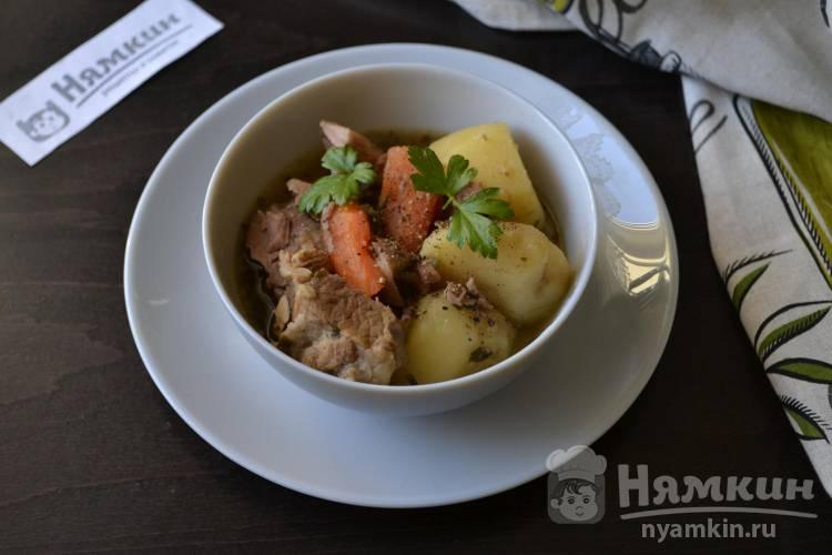 Тушеная говядина с картошкой и морковью в духовке