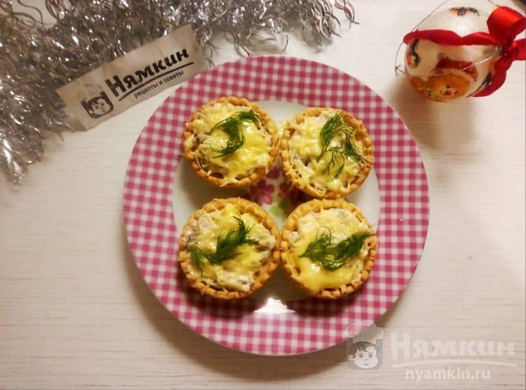 Тарталетки с курицей, грибами и сыром на праздничный стол