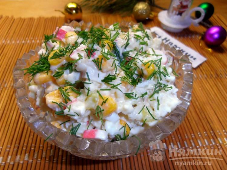Салат из крабовых палочек с кукурузой, рисом и свежими огурцами
