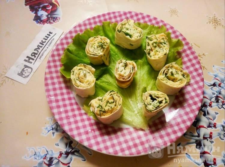 Холодная закуска из лаваша с сыром, чесноком и зеленью