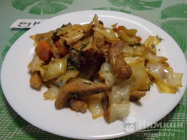 Тушеная капуста со свининой на сковороде