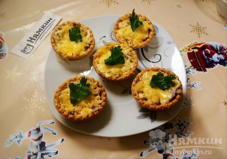 Тарталетки с грибами, луком и сыром на праздничный стол