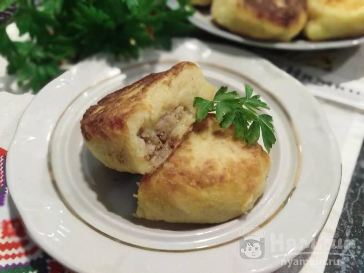 Картофельные зразы с куриным фаршем на сковороде