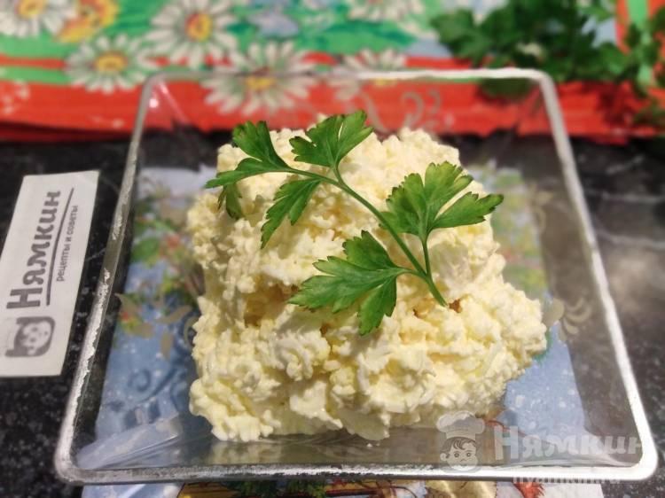 Салат с сыром, чесноком и вареными яйцами: острый и пикантный