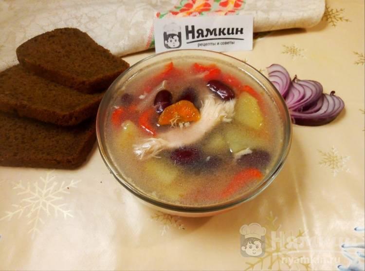 Суп с куриными бедрами и красной консервированной фасолью на сытный обед
