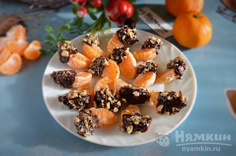 Дольки мандаринов в шоколаде с грецкими орехами