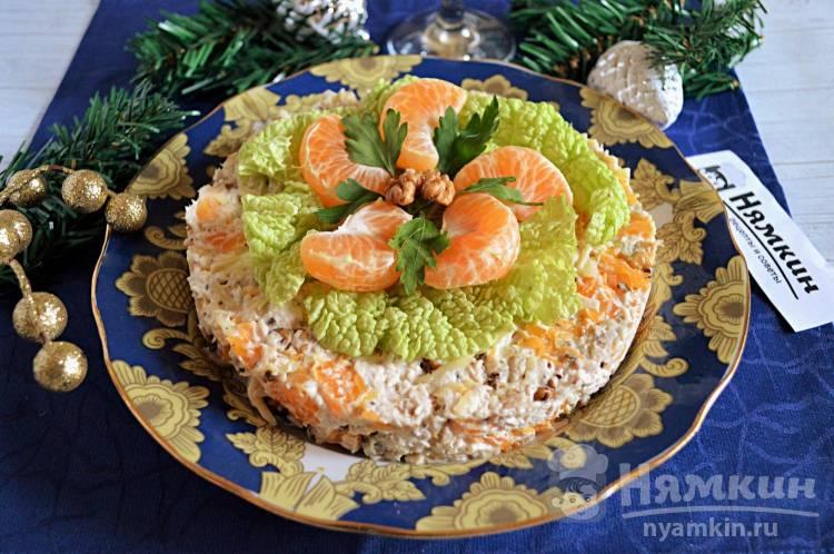 Праздничный салат с курицей, сыром и мандаринами