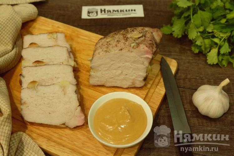 Свинина с чесноком в рукаве в духовке