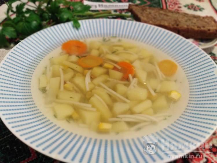 Куриный суп с вермишелью, картошкой и кукурузой