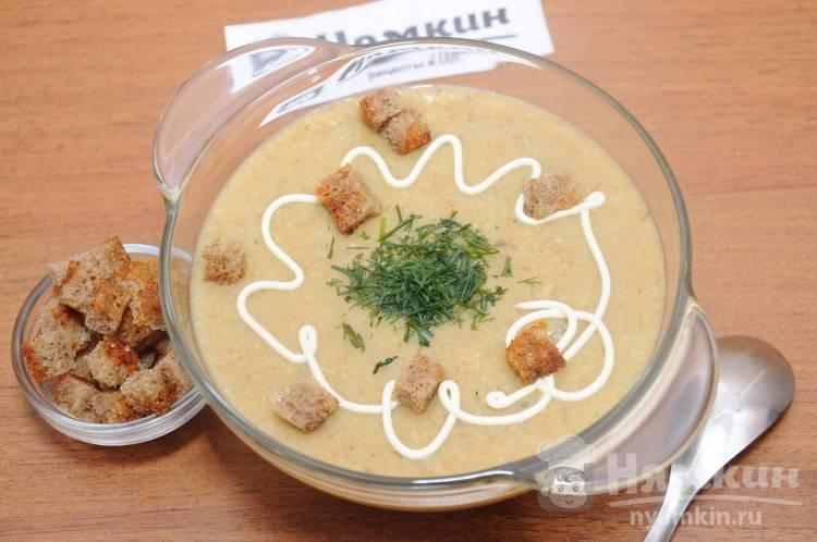 Крем-суп из перловки, замороженных белых грибов и сельдерея