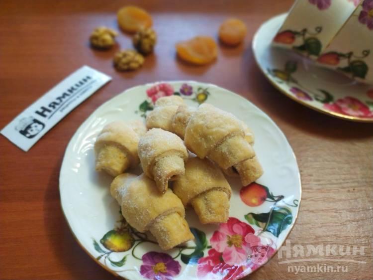 Рогалики на сметане с сухофруктами и орехами