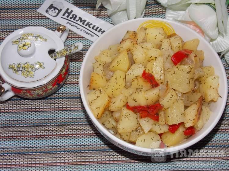 Картофель кусочками в рукаве с болгарским перцем и укропом
