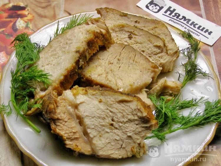 Буженина из свиного карбонада с чесноком в фольге