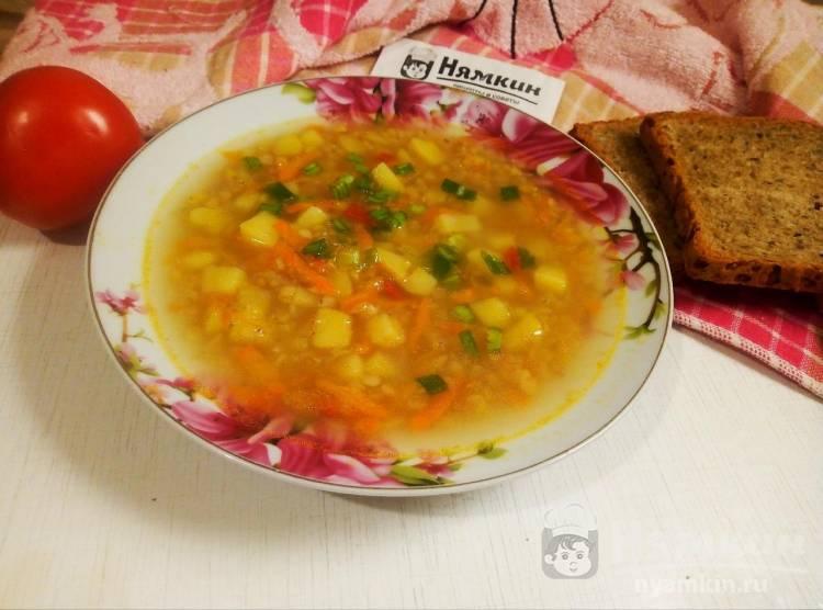 Лёгкий суп с овощами и красной чечевицей на курином бульоне